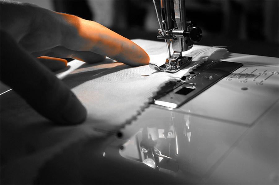 dans l'atelier de couture otziotzi