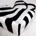 sac-cabas-rayures-noir-blanc-otziotzi-dessous