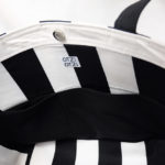 sac-cabas-rayures-noir-blanc-otziotzi-doublure-rayures-verticales-poches-plaquees