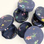 boites-rondes-tissu-otziotzi-bleues-herbier-fleurs
