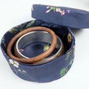 boites-rondes-tissu-otziotzi-bleues-herbier-fleurs-bijoux