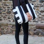 sac-cabas-otziotzi-rayures-noires-blanches-porte-epaule-2