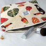 trousse-toilette-maquillage-femme-otziotzi-beige-toucan-glaces-fruits-feuille