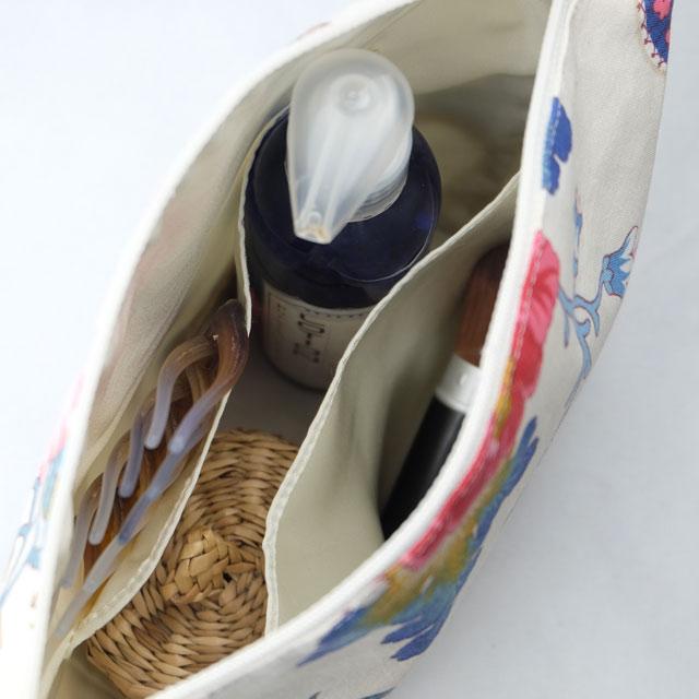 trousse-toilette-maquillage-femme-otziotzi-blanche-fleurs-int-poches