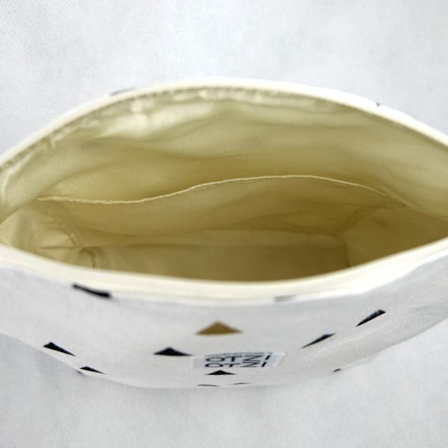 trousse-toilette-maquillage-femme-otziotzi-blanche-triangles-noirs-dores-poches