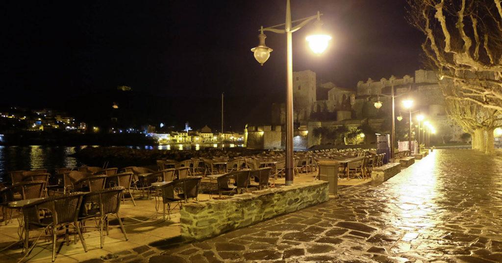 plage de collioure de nuit