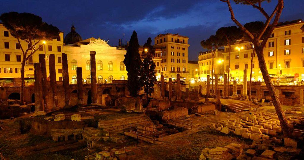 rome Largo Argentina nuit