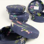 boites-rondes-tissu-otziotzi-bleues-herbier