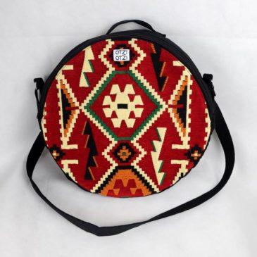 Une housse de tambour ethnique réalisée sur mesure par OTZIOTZI